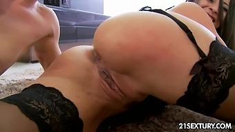 Dressed In Sexy Black Lingerie And Tights Milf Martina Gold Treats Mugur With Bj
