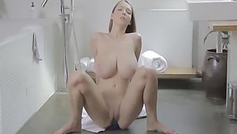 Lucie Wilde In Brushing Teeth And Masturbating