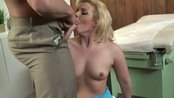 Resembles A Emma Experience A Creampie Therapy From Her Horny Medical Professional