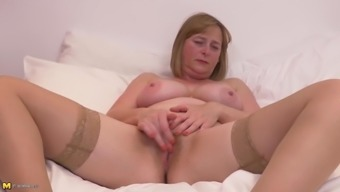 Bigtit Senior Mother Along With Unshaved Pussy