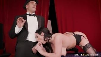 Angela White Seduces A Magic Artist And Get A Great Shagging Entertaining