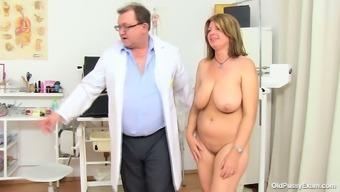 Bbw Mommy Bohunka Along With Vast Natural Succulent Holders Gets Her Pussy Face Flexed By Perverted Doc