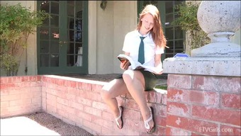 Risi Likes Tickling Her Clit In Public