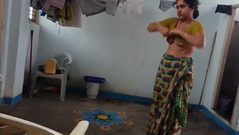 Desi Along With Fuzzy Armpit Wears Saree After Bathroom