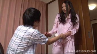 A Adorable Japanese People Housewife Gives Her Adult Man A Handjob