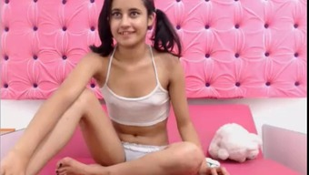 Gorgeous Trimmed Love Get Bare In Cost Free Show