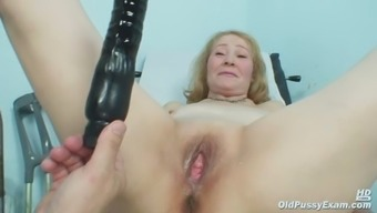 Gyno Health Professional Speculum Delve Into Incredibly Old Mature Pussy Sofie