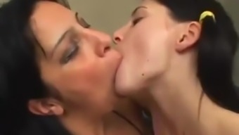 Younger Ponytail Teen Provided Kiss Stout Milf