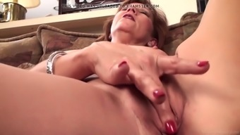 Age Mum Brook Fidgeting With Her Clipped Pussy