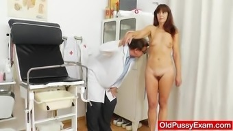 Granny Gets Her Puss Gaped Over The Course Of Gyno