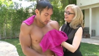 Sexy Nina Hartley Gets Her Pussy Filled With A Addict Penis